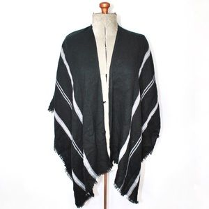 🎀3/30 14th & Union Black White Striped Wrap Shawl